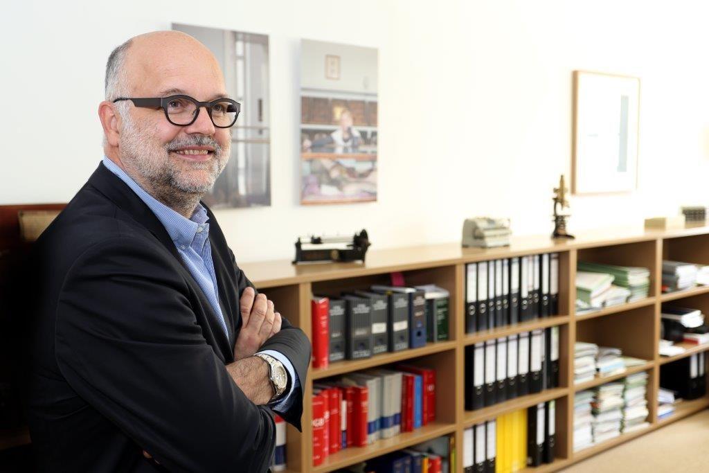 DR. WOLFGANG SCHUSTER ÖFFENTLICHER NOTAR